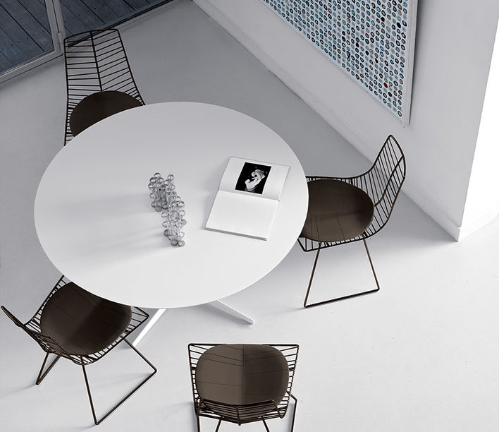 Leaf chair, private residence. Photography supplied by Arper