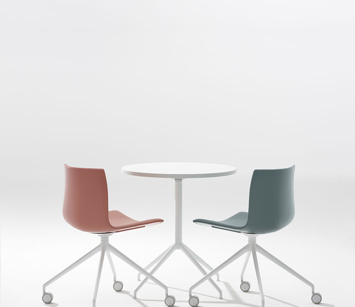 arper_catifa46_chair_ph-marcocovi_trestle-fixed-alu_polypropylene_front-face-upholstery_0372_2.jpg