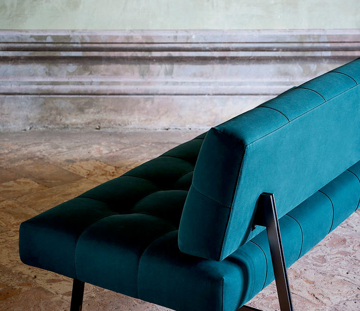 Tacchini Design Classics | Oliver Lounge designed by Gianfranco Frattini