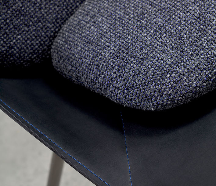 strain_easy_chair_detail_4.jpg